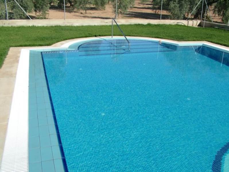 Con rebosadero piscinas cirino for Complementos piscinas desmontables